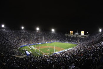 LOS ANGELES, CA - MARCH 29:  General view as the Boston Red Sox play the Los Angeles Dodgers at the Los Angeles Memorial Coliseum on March 29, 2008 in Los Angeles, California.  (Photo by Lisa Blumenfeld/Getty Images)