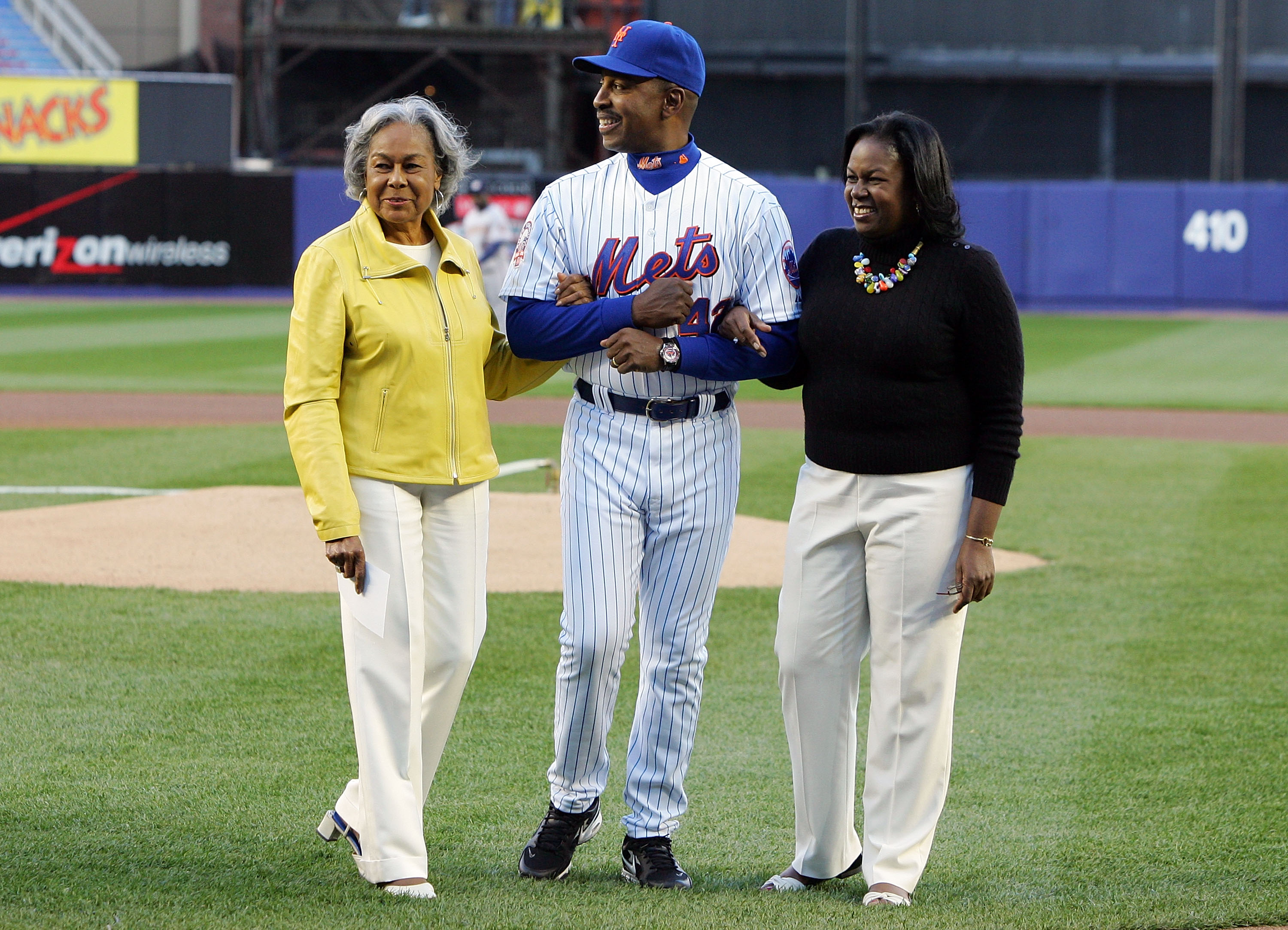 NEW YORK - APRIL 15:  Manager Willie Randolph of the New York Mets escorts Rachel Robinson (L) and Sharon Robinson off the field after pre game ceremonies for Jackie Robinson before the game against the Washington Nationals on April 15, 2008 at Shea Stadi