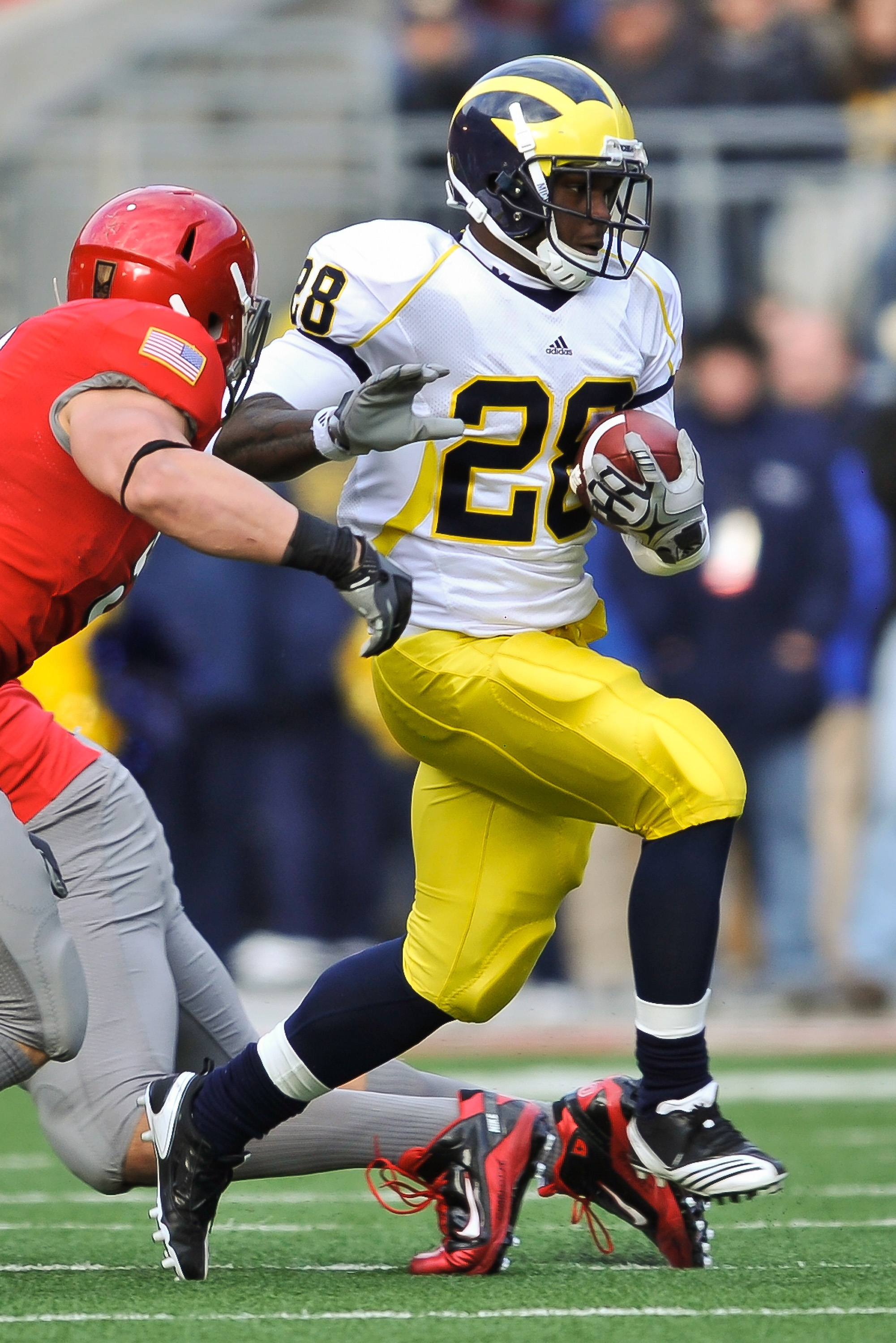 COLUMBUS, OH - NOVEMBER 27:  Fitzgerald Toussaint #28 of the Michigan Wolverines runs with the ball against the Ohio State Buckeyes at Ohio Stadium on November 27, 2010 in Columbus, Ohio.  (Photo by Jamie Sabau/Getty Images)