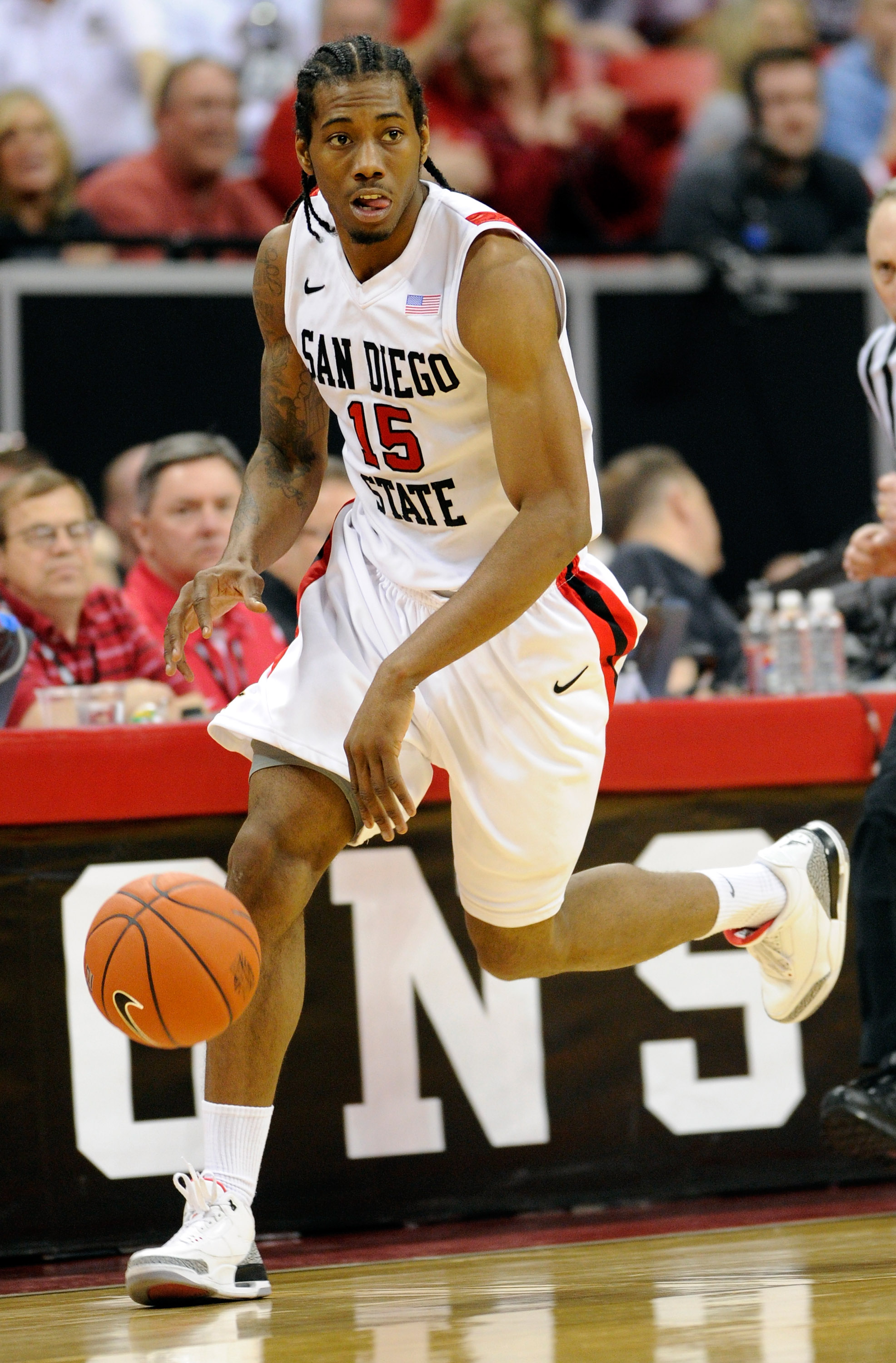 LAS VEGAS, NV - MARCH 10:  Kawhi Leonard #15 of the San Diego State Aztecs brings the ball up the court during a quarterfinal game of the Conoco Mountain West Conference Basketball tournament against the Utah Utes at the Thomas & Mack Center March 10, 201
