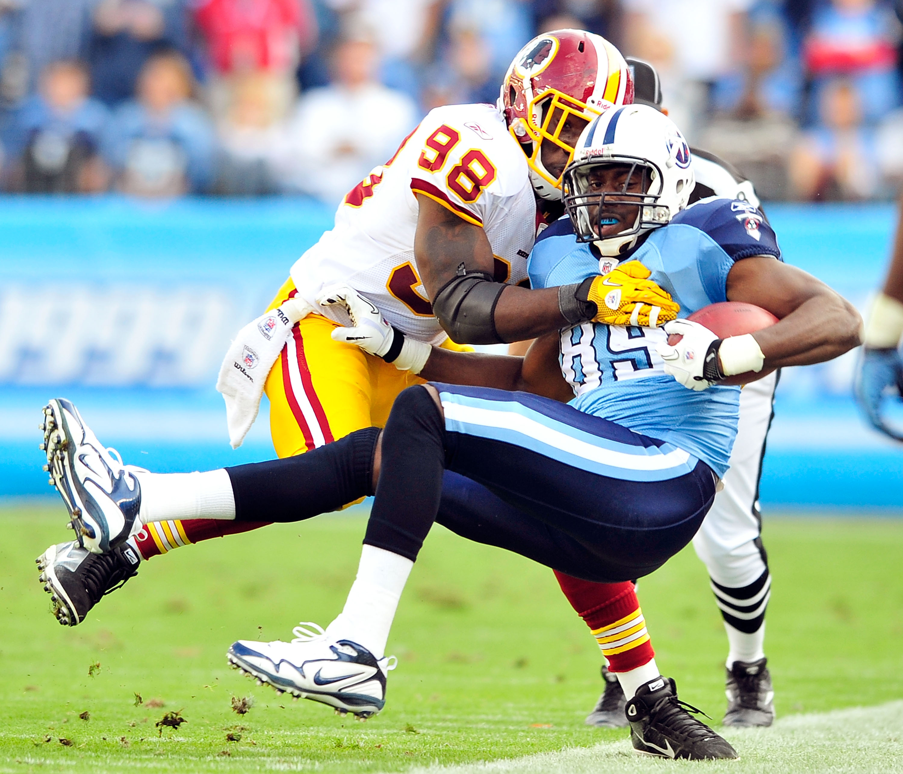 NASHVILLE, TN - NOVEMBER 21:  Brian Orakpo #98 of the Washington Redskins forces Jared Cook #89 of the Tennessee Titans out-of-bounds at LP Field on November 21, 2010 in Nashville, Tennessee. The Redskins won 19-16 in overtime.  (Photo by Grant Halverson/