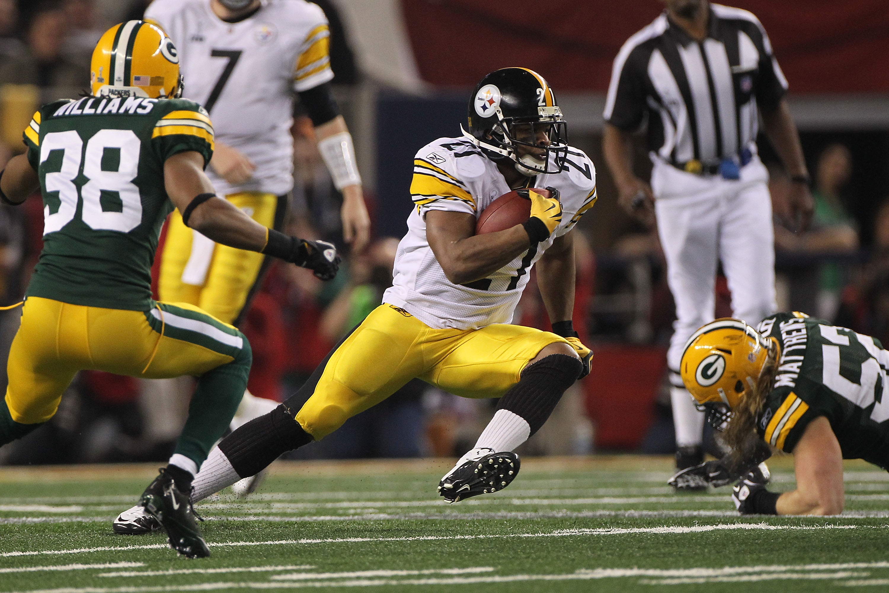 ARLINGTON, TX - FEBRUARY 06:  Mewelde Moore #21 of the Pittsburgh Steelers runs for 7 yards against the Green Bay Packers during the second quarter of Super Bowl XLV at Cowboys Stadium on February 6, 2011 in Arlington, Texas.  (Photo by Doug Pensinger/Get