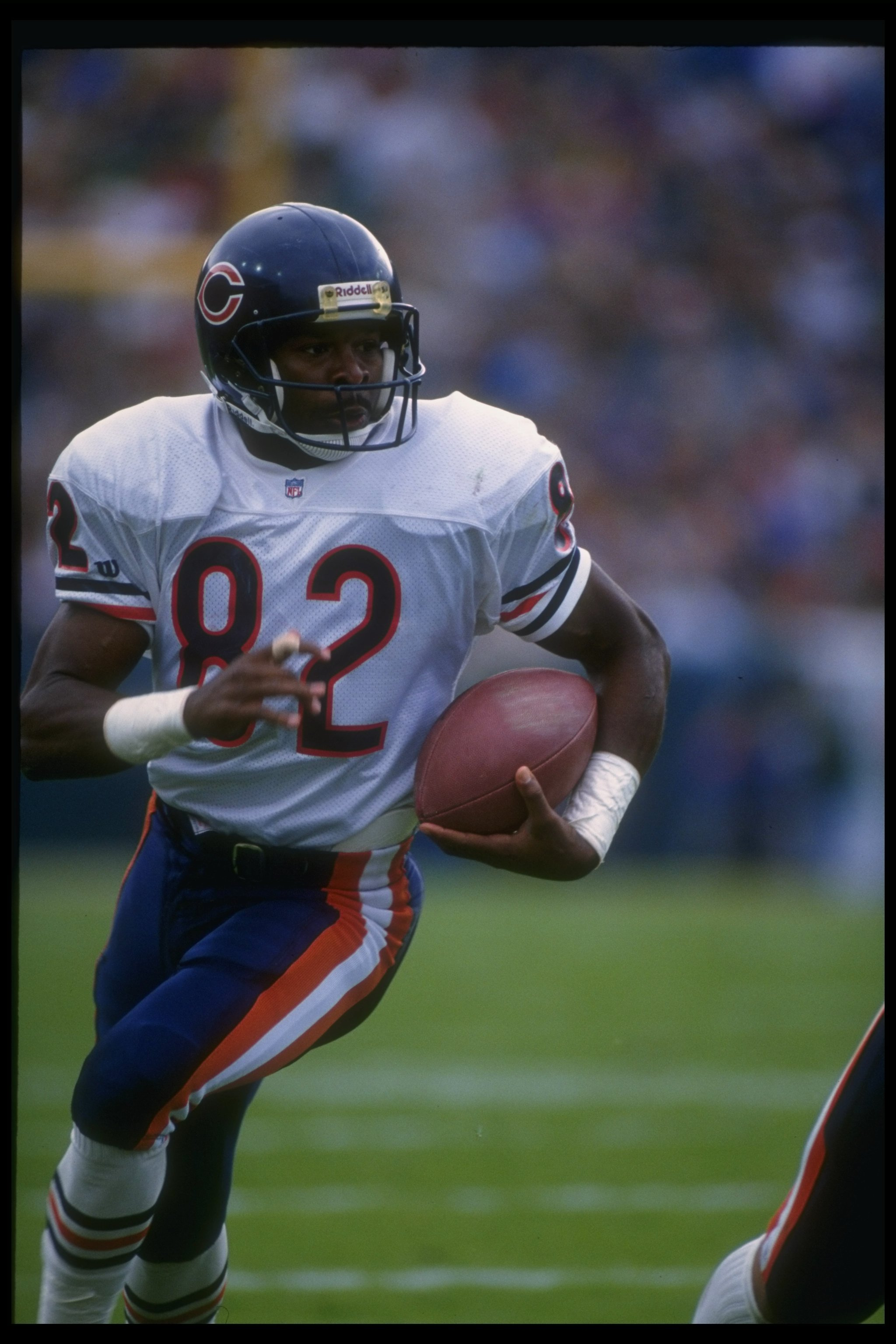 25 Oct 1992:  Wide receiver Wendell Davis of the Chicago Bears runs with the ball during a game against the Green Bay Packers at Lambeau Field in Green Bay, Wisconsin.  The Bears won the game, 30-10. Mandatory Credit: Jonathan Daniel  /Allsport