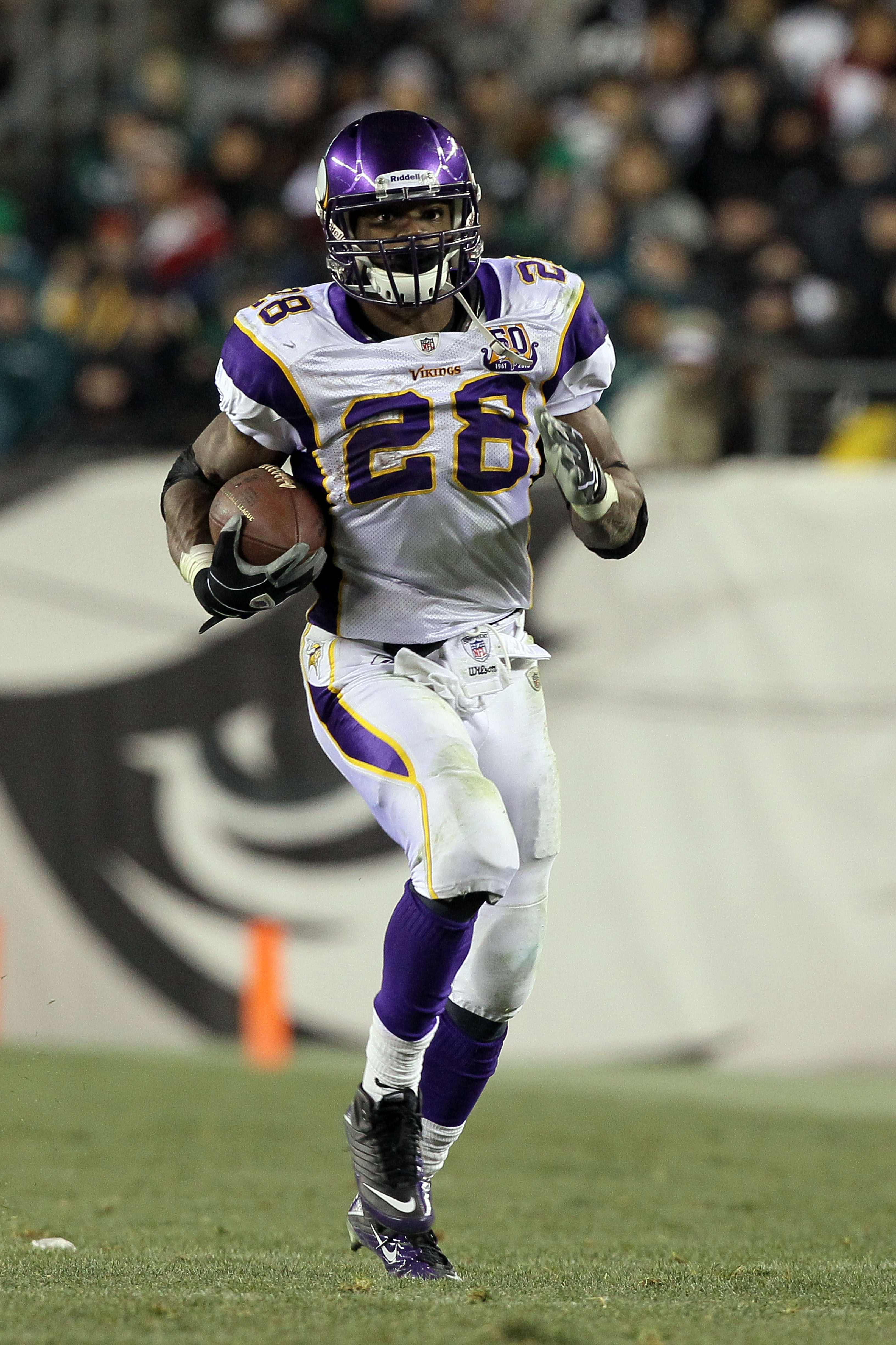 PHILADELPHIA, PA - DECEMBER 28:  Adrian Peterson #28 of the Minnesota Vikings runs against the Philadelphia Eagles at Lincoln Financial Field on December 26, 2010 in Philadelphia, Pennsylvania.  (Photo by Jim McIsaac/Getty Images)