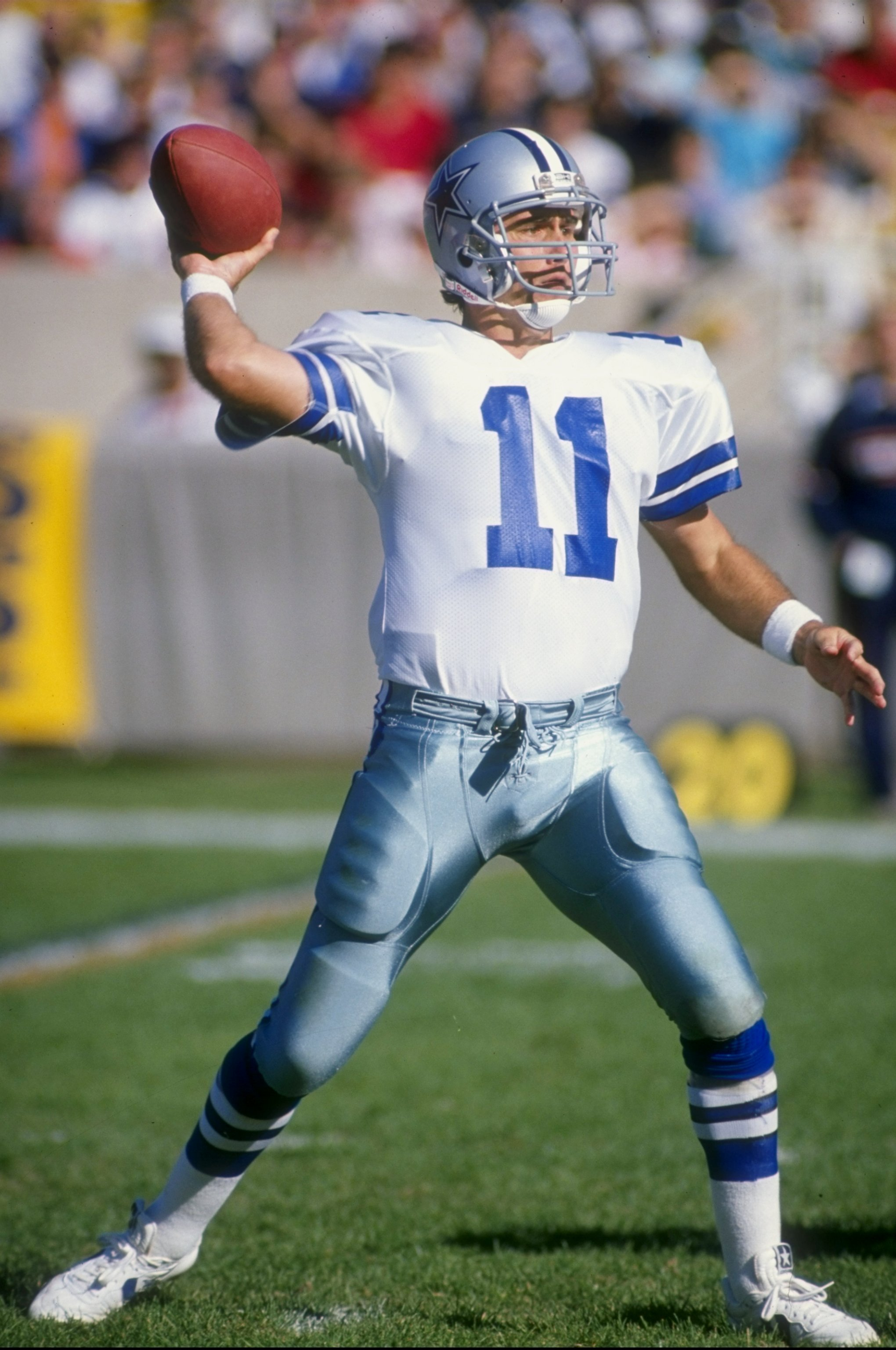 16 Oct 1988:  Quarterback Danny White of the Dallas Cowboys in action against the Chicago Bears during a game at Soldier Field in Chicago, Illinois. Mandatory Credit: Jonathan Daniel  /Allsport
