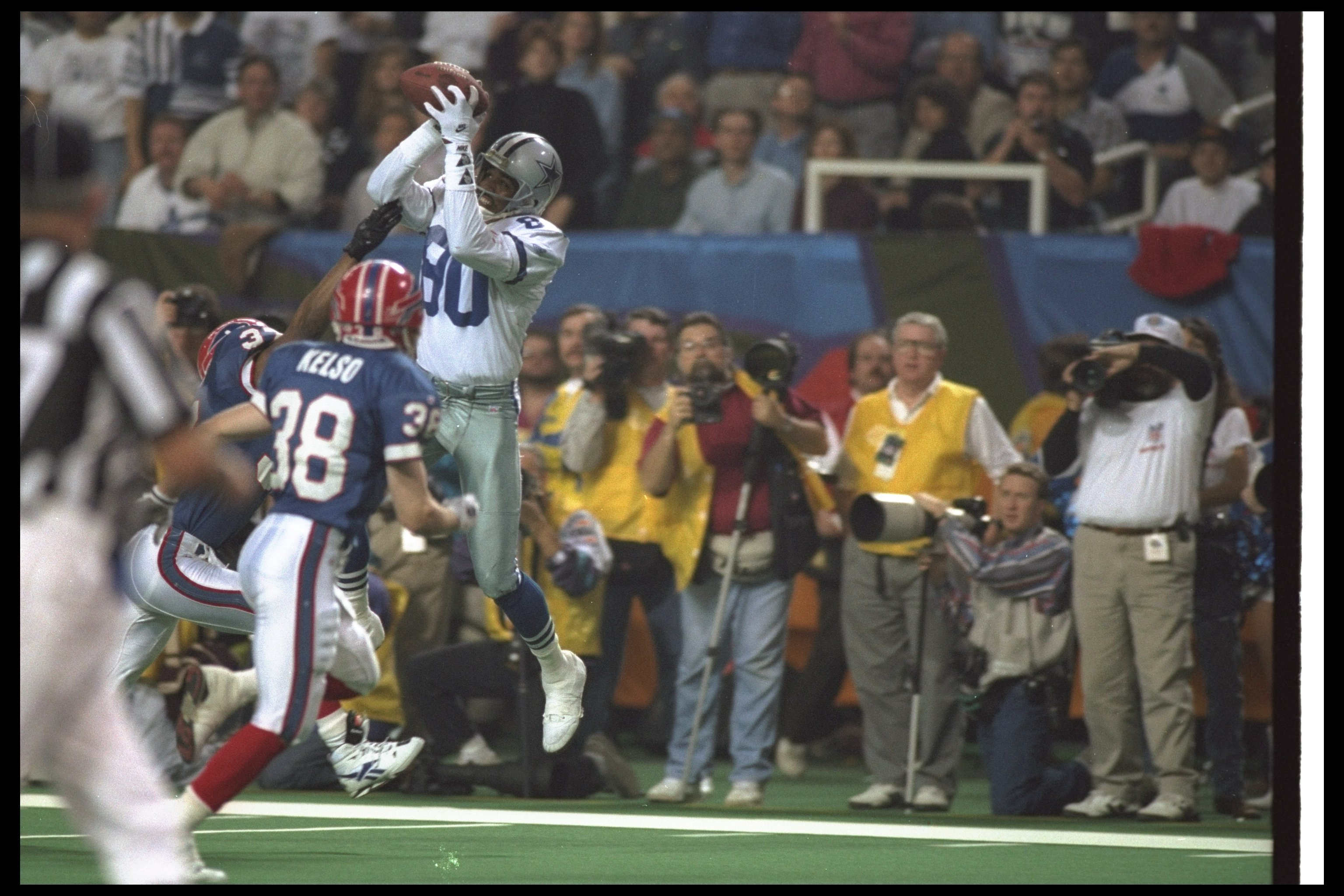 31 Jan 1993:  Wide receiver Alvin Harper #80 of the Dallas Cowboys makes a leaping catch during Super Bowl XXVIII against the Buffalo Bills at the Georgia Dome in Atlanta, Georgia.  The Cowboys won the game, 30-13. Mandatory Credit: Stephen Dunn  /Allspor