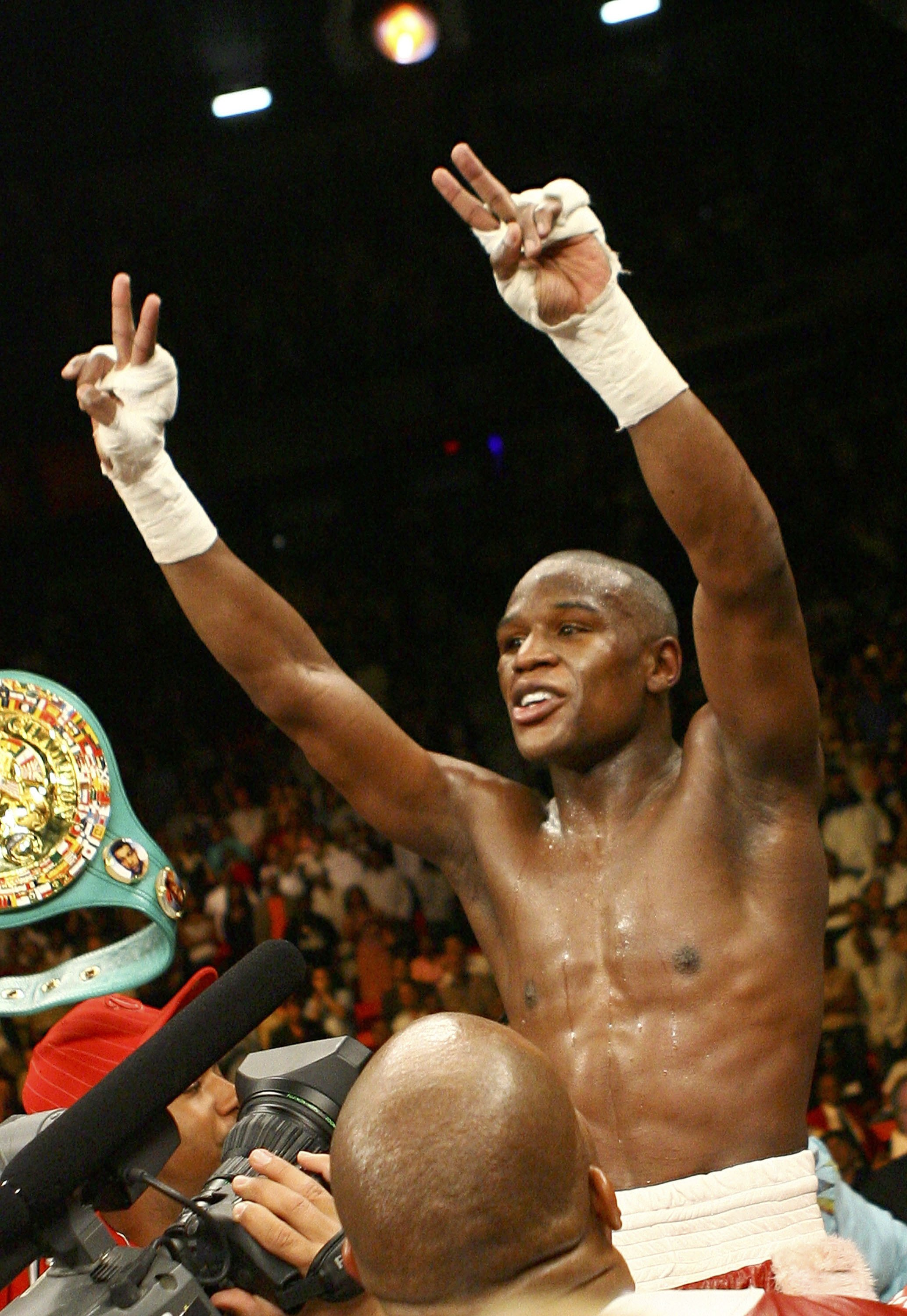 LAS VEGAS - APRIL 08:  Floyd Mayweather raises his arms in victory after winning by unanimous decision against Zab Judah during the Welterweight Championship fight at Thomas & Mack Arena on April 8, 2006 in Las Vegas, Nevada.  (Photo by Al Bello/Getty Ima