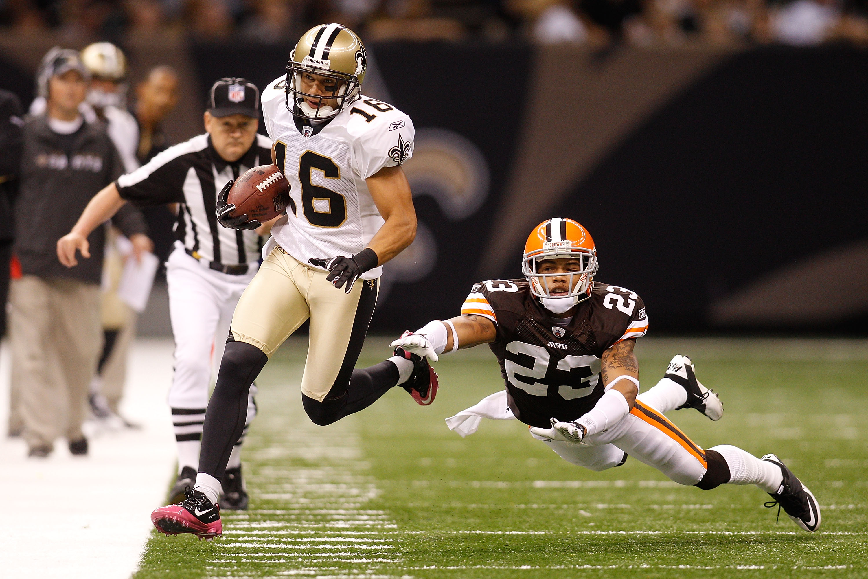 NEW ORLEANS - OCTOBER 24:  Lance Moore #16 of the New Orleans Saints in action during the game against the Cleveland Browns at the Louisiana Superdome on October 24, 2010 in New Orleans, Louisiana.  (Photo by Chris Graythen/Getty Images)