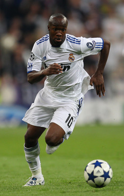 MADRID, SPAIN - APRIL 27:  Lassana Diarra of Real Madrid runs with the ball during the UEFA Champions League Semi Final first leg match between Real Madrid and Barcelona at Estadio Santiago Bernabeu on April 27, 2011 in Madrid, Spain.  (Photo by Alex Live