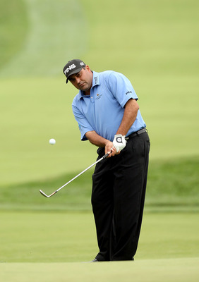 OAKMONT, PA - JUNE 14:  Angel Cabrera of Argentina chips onto a green during the first round of the 107th U.S. Open Championship at Oakmont Country Club on June 14, 2007 in Oakmont, Pennsylvania.  (Photo by David Cannon/Getty Images)