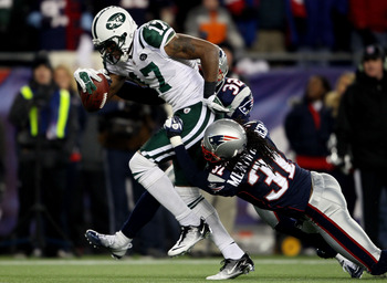 FOXBORO, MA - JANUARY 16:  Braylon Edwards #17 of the New York Jets scores a second quarter touchdown as Devin McCourty #32 and Brandon Meriweather #31 of the New England Patriots attempt to tackle during their 2011 AFC divisional playoff game at Gillette