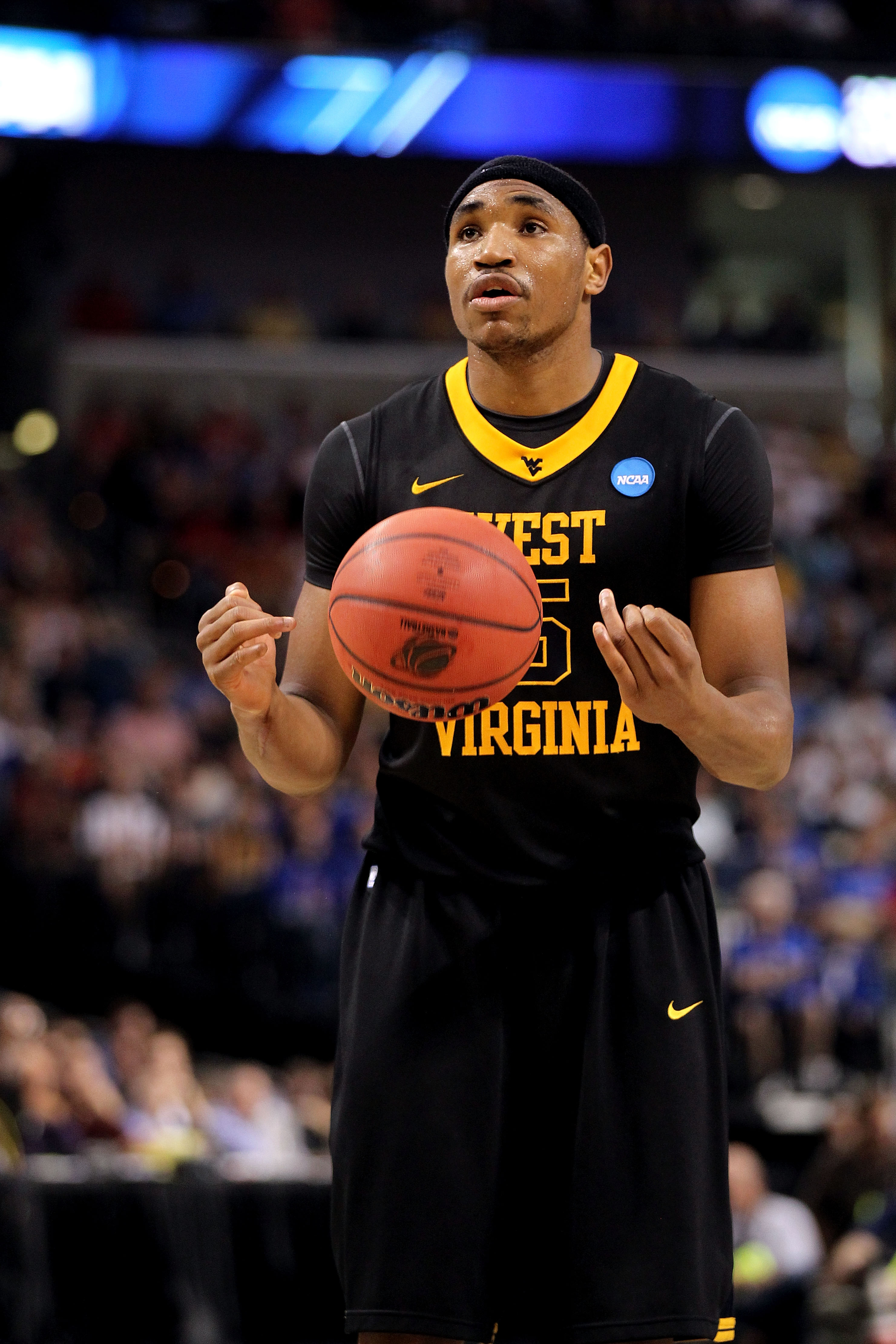TAMPA, FL - MARCH 19:  Kevin Jones #5 of the West Virginia Mountaineers gets set to shoot a free throw attempt against the Kentucky Wildcats during the third round of the 2011 NCAA men's basketball tournament at St. Pete Times Forum on March 19, 2011 in T
