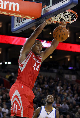 OAKLAND, CA - DECEMBER 20:  Chuck Hayes #44 of the Houston Rockets dunks the ball during their game against the Golden State Warriors at Oracle Arena on December 20, 2010 in Oakland, California. NOTE TO USER: User expressly acknowledges and agrees that, b