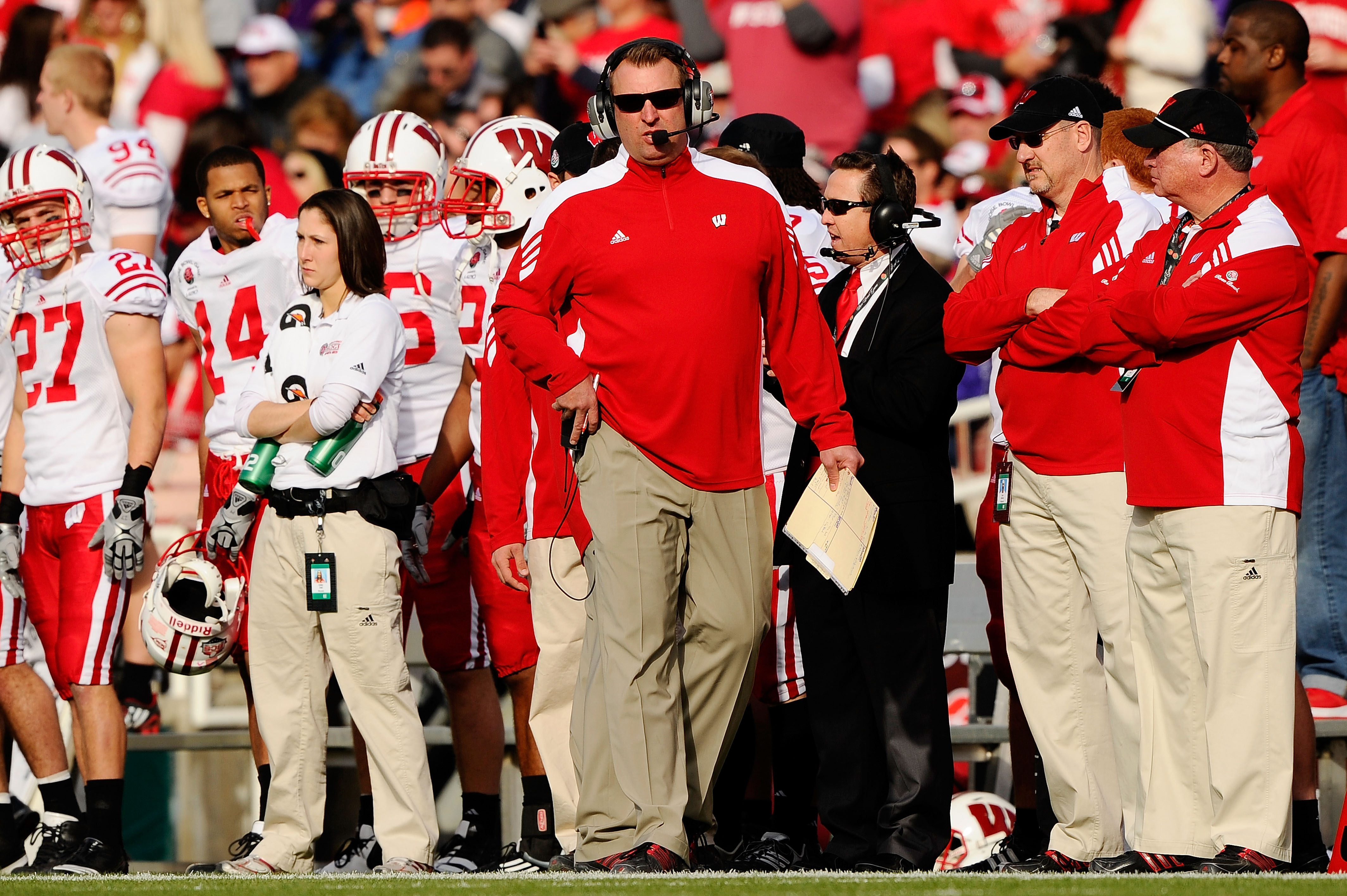 PASADENA, CA - JANUARY 01:  Head coach Bret Bielema of the Wisconsin Badgers stands on the sidelines against the TCU Horned Frogs during the 97th Rose Bowl game on January 1, 2011 in Pasadena, California.  (Photo by Kevork Djansezian/Getty Images)