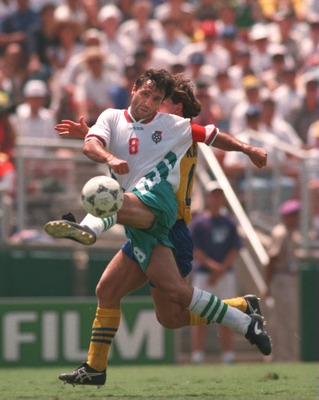 16 JUL 1994:  HRISTO STOICHKOV SHOOTS ON GOAL FOR BULGARIA DURING THE SWEDEN VERSUS BULGARIA 1994 WORLD CUP FINALS THIRD PLACE PLAYOFF MATCH AT THE ROSE BOWL STADIUM IN PASADENA, CALIFORNIA. Mandatory Credit: Stephen Dunn/ALLSPORT