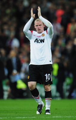LONDON, ENGLAND - MAY 28:  Wayne Rooney of Manchester United applauds the fans after defeat during the UEFA Champions League final between FC Barcelona and Manchester United FC at Wembley Stadium on May 28, 2011 in London, England.  (Photo by Shaun Botter