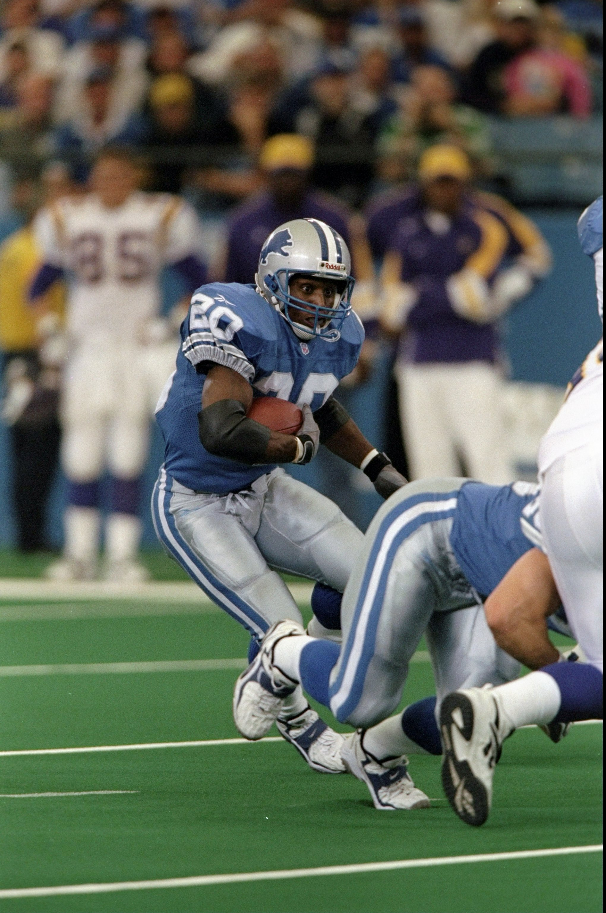 25 Oct 1998:  Running back Barry Sanders #20 of the Detroit Lions in action during the game against the Minnesota Vikings at the Pontiac Silverdome in Pontiac, Michigan. The Vikings defeated the Lions 34-13. Mandatory Credit: Tom Pidgeon  /Allsport