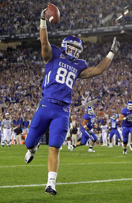 LEXINGTON, KY - OCTOBER 09:  Jordan Aumiller #86 of the Kentucky Wildcats celebrates after scoring a touchdown during the SEC game against  the Auburn Tigers  at Commonwealth Stadium on October 9, 2010 in Lexington, Kentucky.  (Photo by Andy Lyons/Getty I