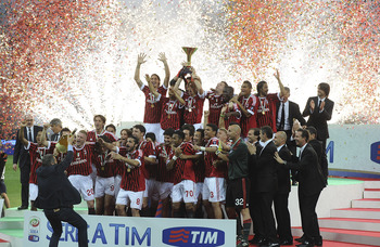 MILAN, ITALY - MAY 14:  Players of Milan celebrate winning the Italian championship after the Serie A match between AC Milan and Cagliari Calcio at Stadio Giuseppe Meazza on May 14, 2011 in Milan, Italy.  (Photo by Dino Panato/Getty Images)