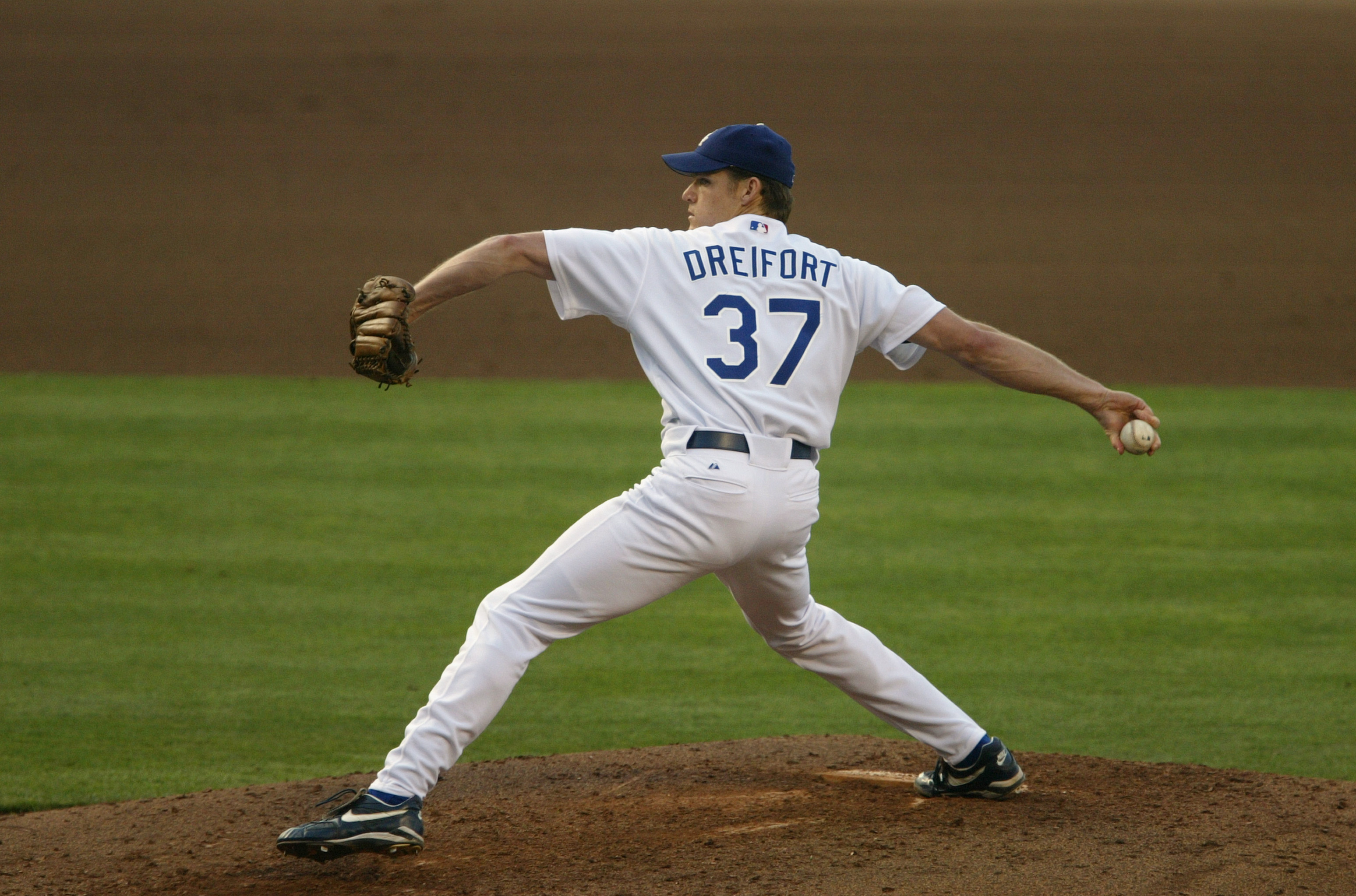 LOS ANGELES - JUNE 20:  Pitcher Darren Dreifort #37 of the Los Angeles Dodgers delivers a pitch during the game against the New York Yankees at Dodger Stadium on June 20, 2004 in Los Angeles, California.  The Dodgers won 5-4.  (Photo by Stephen Dunn/Getty