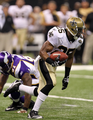 NEW ORLEANS - SEPTEMBER 09:  Running back Reggie Bush #25 of the New Orleans Saints at Louisiana Superdome on September 9, 2010 in New Orleans, Louisiana.  (Photo by Ronald Martinez/Getty Images)