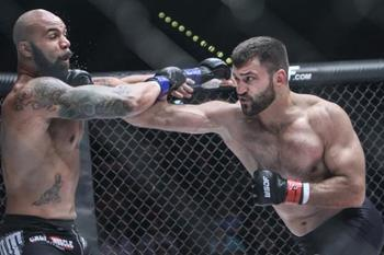 Andrei Arlovski (right) defeated Mike Kyle at World Series of Fighting 5. (Photo credit:  Anthony Geathers/Sherdog)