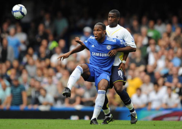 LONDON, ENGLAND - SEPTEMBER 20:  Didier Drogba of Chelsea battles for the ball with Sebastien Bassong of Tottenham Hotspur during the Barclays Premier League match between Chelsea and Tottenham Hotspur at Stamford Bridge on September 20, 2009 in London, E
