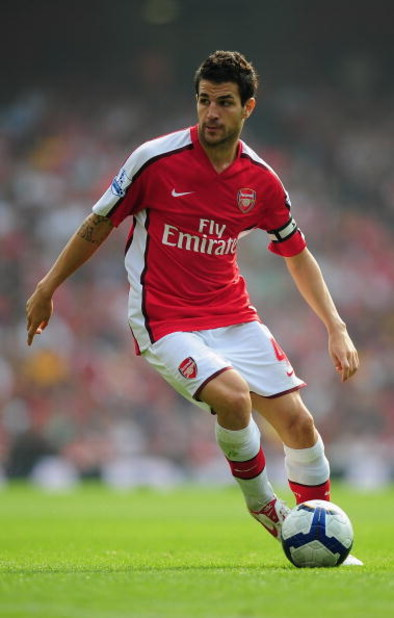 LONDON, ENGLAND - SEPTEMBER 19:  Cesc Fabregas of Arsenal in action during the Barclays Premier League match between Arsenal and Wigan Athletic at the Emirates Stadium on September 19, 2009 in London, England.  (Photo by Clive Mason/Getty Images)