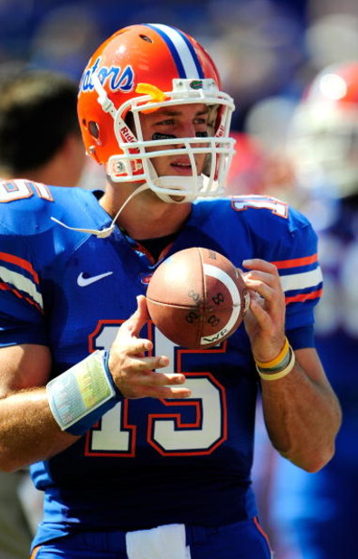GAINESVILLE, FL - SEPTEMBER 19:  Tim Tebow #15 of the Florida Gators throws prior to the game against the Tennessee Volunteers at Ben Hill Griffin Stadium on September 19, 2009 in Gainesville, Florida.  (Photo by Sam Greenwood/Getty Images)