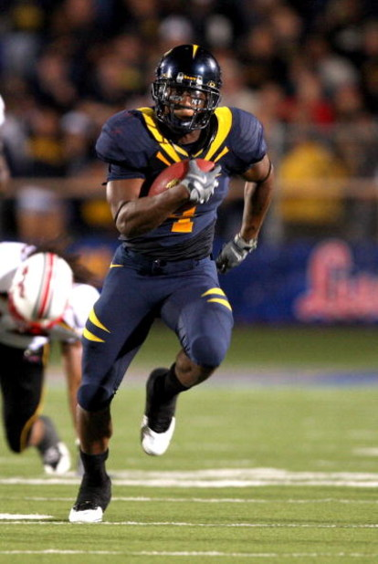 BERKELEY, CA - SEPTEMBER 05:  Jahvid Best #4 of the California Golden runs with the ball during their game against the Maryland Terrapins at California Memorial Stadium on September 5, 2009 in Berkeley, California.  (Photo by Ezra Shaw/Getty Images)