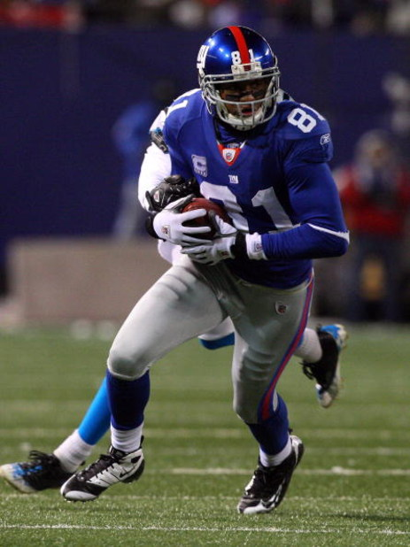 EAST RUTHERFORD, NJ - DECEMBER 21:  Amani Toomer #81 of the New York Giants runs the ball against the Carolina Panthers on December 21, 2008 at Giants Stadium in East Rutherford, New Jersey.  (Photo by Jim McIsaac/Getty Images)