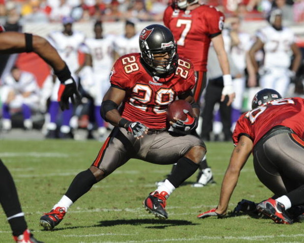 TAMPA, FL - NOVEMBER 16: Running back Warrick Dunn #28 of the Tampa Bay Buccaneers rushes upfield against the Minnesota Vikings at Raymond James Stadium on November 16, 2008 in Tampa, Florida.  (Photo by Al Messerschmidt/Getty Images)