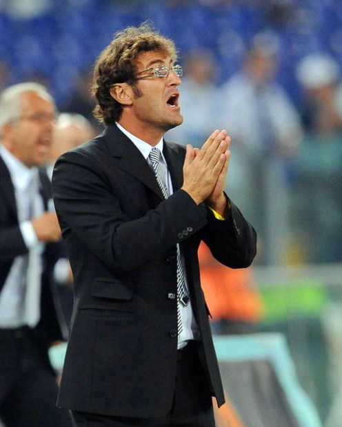 ROME - SEPTEMBER 12:  Ciro Ferrara manager of Juventus shouts instructions to his players during the Serie A match between Lazio and Juventus at Stadio Olimpico on September 12, 2009 in Rome, Italy.  (Photo by Giuseppe Bellini/Getty Images)