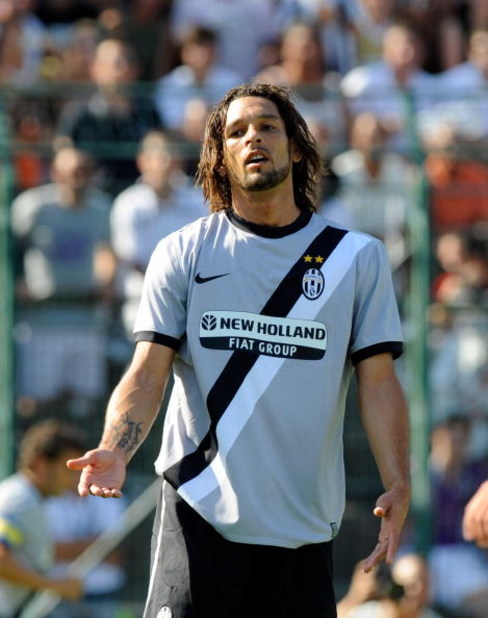 TRENTO, ITALY - JULY 21:  Amauri in action during the friendly match between Juventus and Vicenza at the'Briamasco' stadium on July 21, 2009 in Trento, Italy.  (Photo by Claudio Villa/Getty Images)