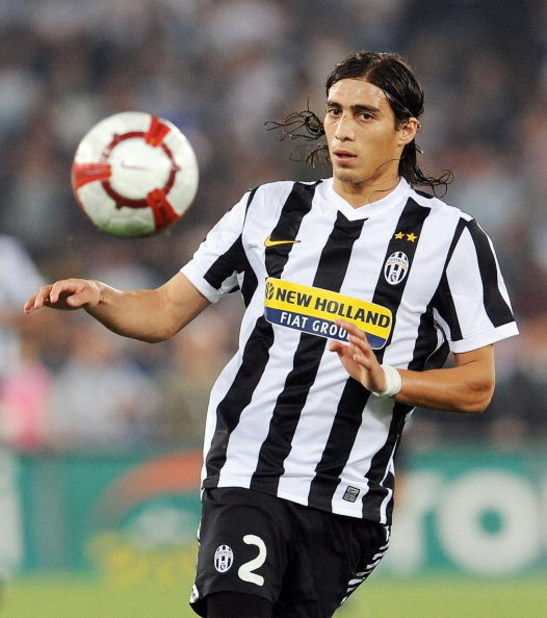 ROME - SEPTEMBER 12:  Martin Caceres of FC Juventus   during the Serie A match between SS Lazio v FC Juventus at Stadio Olimpico on September 12, 2009 in Rome, Italy.  (Photo by Giuseppe Bellini/Getty Images)