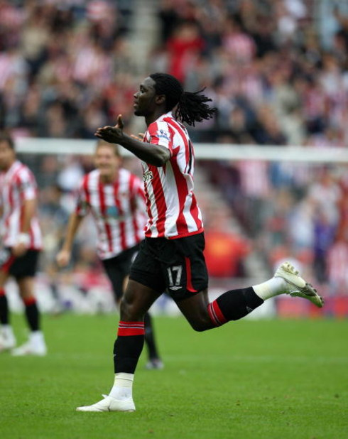 SUNDERLAND, ENGLAND - SEPTEMBER 27:  Kenwyne Jones of Sunderland celebrates after scoring during the Barclays Premier League match between Sunderland and Wolverhampton Wanderers at the Stadium of Light on September 27, 2009 in Sunderland, England.  (Photo