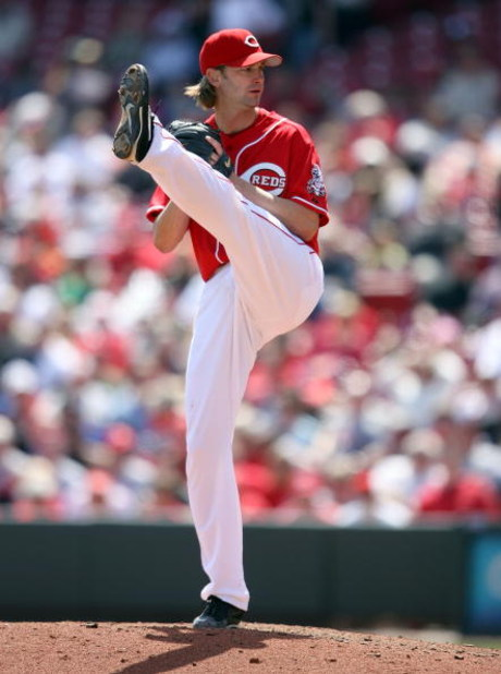 CINCINNATI - APRIL 09:  Bronson Arroyo #61 of the Cincinnati Reds throws a pitch during the game against the New York Mets at Great American Ball Park on April 9, 2009 in Cincinnati, Ohio.  (Photo by Andy Lyons/Getty Images)