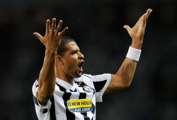 TURIN, ITALY - SEPTEMBER 15:  Felipe Melo of Juventus FC reacts during the UEFA Champions League Group A match between Juventus FC and FC Girondins de Bordeaux at the Olympic Stadium on September 15, 2009 in Turin, Italy.  (Photo by Claudio Villa/Getty Im