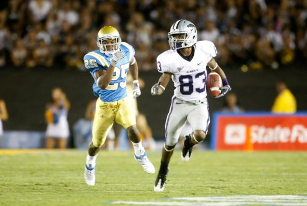 PASADENA, CA - SEPTEMBER 19:  Brandon Banks #83 of the Kansas State Wildcats returns the ball while being pursued by Damien Thigpen #25 of the UCLA Bruins at the Rose Bowl on September 19, 2009 in Pasadena, California. UCLA defeated Kansas State 23-9.  (P