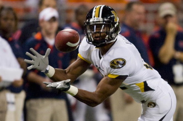ST. LOUIS, MO - SEPTEMBER 5: Danario Alexander #81 of the University of Missouri Tigers hauls in a pass against the University of Illinois Fighting Illini during the State Farm Arch Rivalry on September 5, 2009 at the Edward Jones Dome in St. Louis, Misso