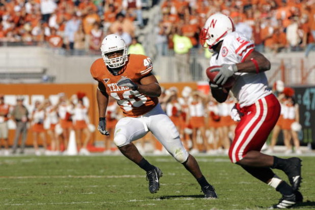 AUSTIN, TX - OCTOBER 27: Robert Killebrew #40  of the Texas Longhorns moves to block during the game against the Nebraska Cornhuskers at Darrell K Royal-Texas Memorial Stadium October 27, 2007 in Austin, Texas. Texas won 28-25. (Photo by Brian Bahr/Getty