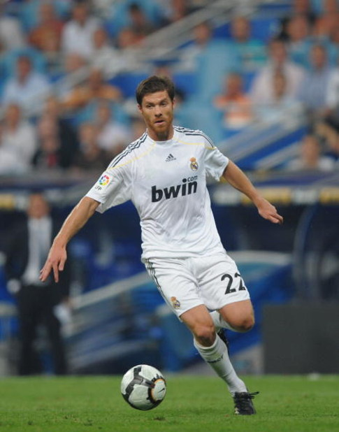 MADRID, SPAIN - AUGUST 29: Xavi Alonso of Real Madrid in action during the La Liga match between Real Madrid and Deportivo La Coruna at the Santiago Bernabeu stadium on August 29, 2009 in Madrid, Spain.  (Photo by Denis Doyle/Getty Images)