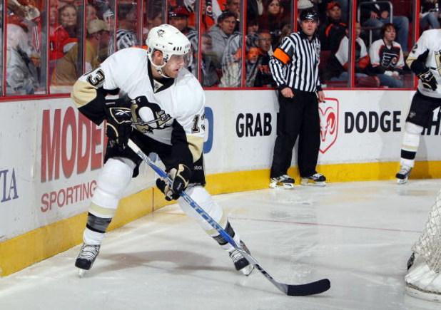 PHILADELPHIA - JANUARY 13:  Alex Goligoski #13 of the Pittsburgh Penguins skates against the Philadelphia Flyers on January 13, 2009 at Wachovia Center in Philadelphia, Pennsylvania. The Penguins defeated the Flyers 4-2.  (Photo by Jim McIsaac/Getty Image