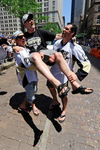 PITTSBURGH - JUNE 15:  Maxime Talbot #25 and Bill Guerin #13 of the Pittsburgh Penguins hold up head coach Dan Bylsma of the Penguins during the Stanley Cup Champion Victory Parade on June 15, 2009 in Pittsburgh, Pennsylvania.  (Photo by Jamie Sabau/Getty