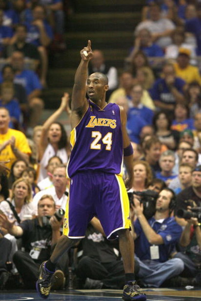 ORLANDO, FL - JUNE 14:  Kobe Bryant #24 of the Los Angeles Lakers points down the court during Game Five of the 2009 NBA Finals against the Orlando Magic on June 14, 2009 at Amway Arena in Orlando, Florida. The Lakers won 99-86. NOTE TO USER:  User expres