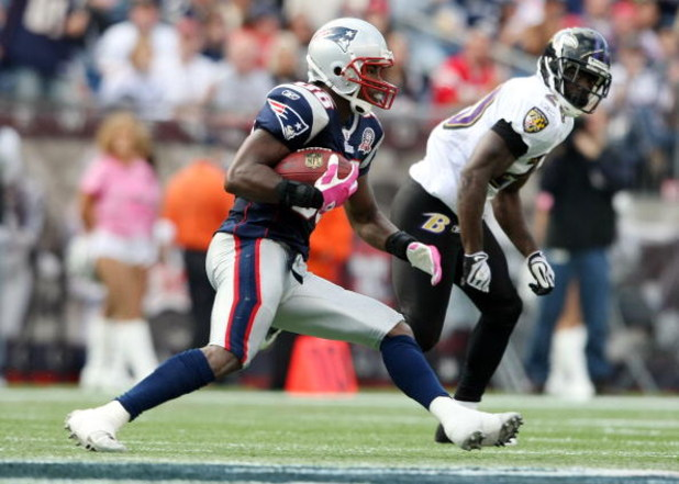 FOXBORO, MA - OCTOBER 04:  Sam Aiken #88 of the New England Patriots carries the ball as Ed Reed #20 of the Baltimore Ravens defends on October 4, 2009 at Gillette Stadium in Foxboro, Massachusetts. The Patriots defeated the Ravens 27-21.  (Photo by Elsa/