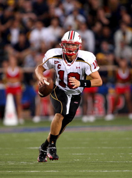 BERKELEY, CA - SEPTEMBER 05:  Chris Turner #10 of the Maryland Terrapins looks to pass the ball during the first half of their game against the California Golden Bears at California Memorial Stadium on September 5, 2009 in Berkeley, California.  (Photo by