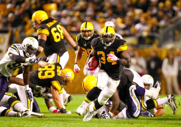 PITTSBURGH - OCTOBER 4:  Running back Rashard Mendenhall #34 of the Pittsburgh Steelers runs the ball in the fourth quarter against the San Diego Chargers at Heinz Field on October 4, 2009 in Pittsburgh, Pennsylvania. (Photo by Gregory Shamus/Getty Images