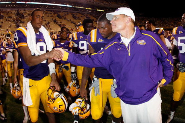 BATON ROUGE, LA - SEPTEMBER 19:  Jordan Jefferson #9 shakes hands with head coach Les Miles  of the Louisiana State University Tigers after defeating the University of Louisiana-Lafatette Ragin' Cajuns at Tiger Stadium 31-3 on September 19, 2009 in Baton