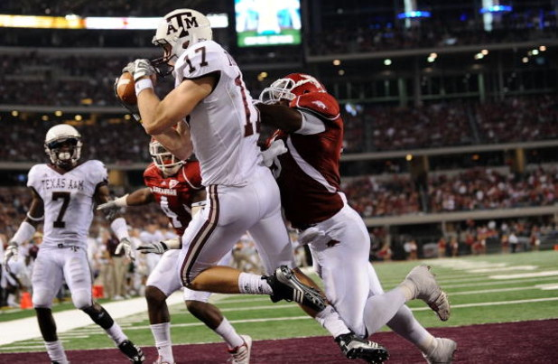 ARLINGTON, TX - OCTOBER 03:  Wide receiver Ryan Tannehill #17 of the Texas A&M Aggies against the Arkansas Razorbacks at Cowboys Stadium on October 3, 2009 in Arlington, Texas.  (Photo by Ronald Martinez/Getty Images)